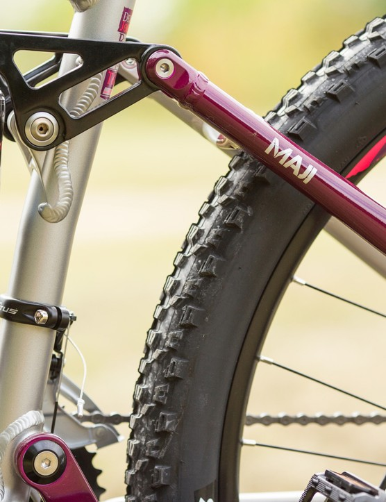 With 140mm travel front and rear, there's plenty of suspension to tackle technical trail features