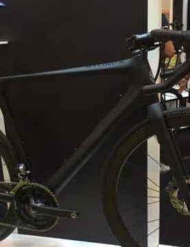 Sleek, stealthy and strictly limited edition – the Storck Aernario Signature Disc