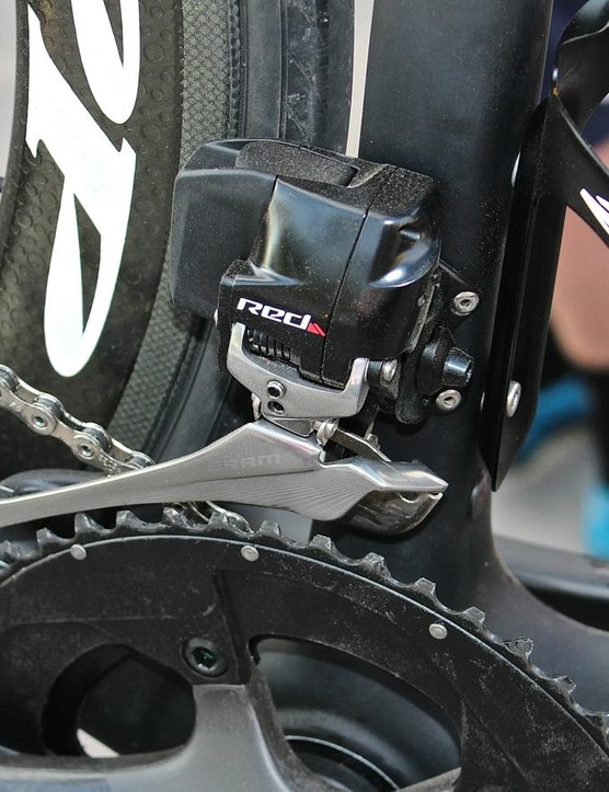 The front derailleur weighs 187g including the battery, which can be swapped with the rear battery in a pinch, and recharged in 40 minutes