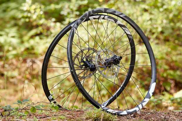 SRAM RISE 60 29in wheels