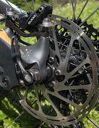 The smooth carbon brake mount looks great