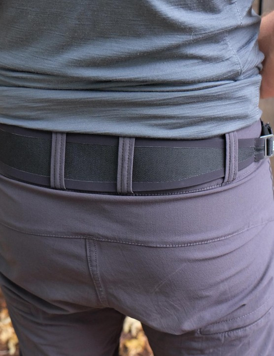 A built-in belt helps to the Traverse short in place
