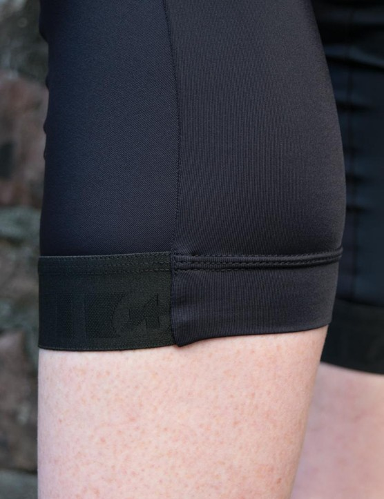 The hK.434.Lady knickers have an elastic grip on the front to keep the hem in place