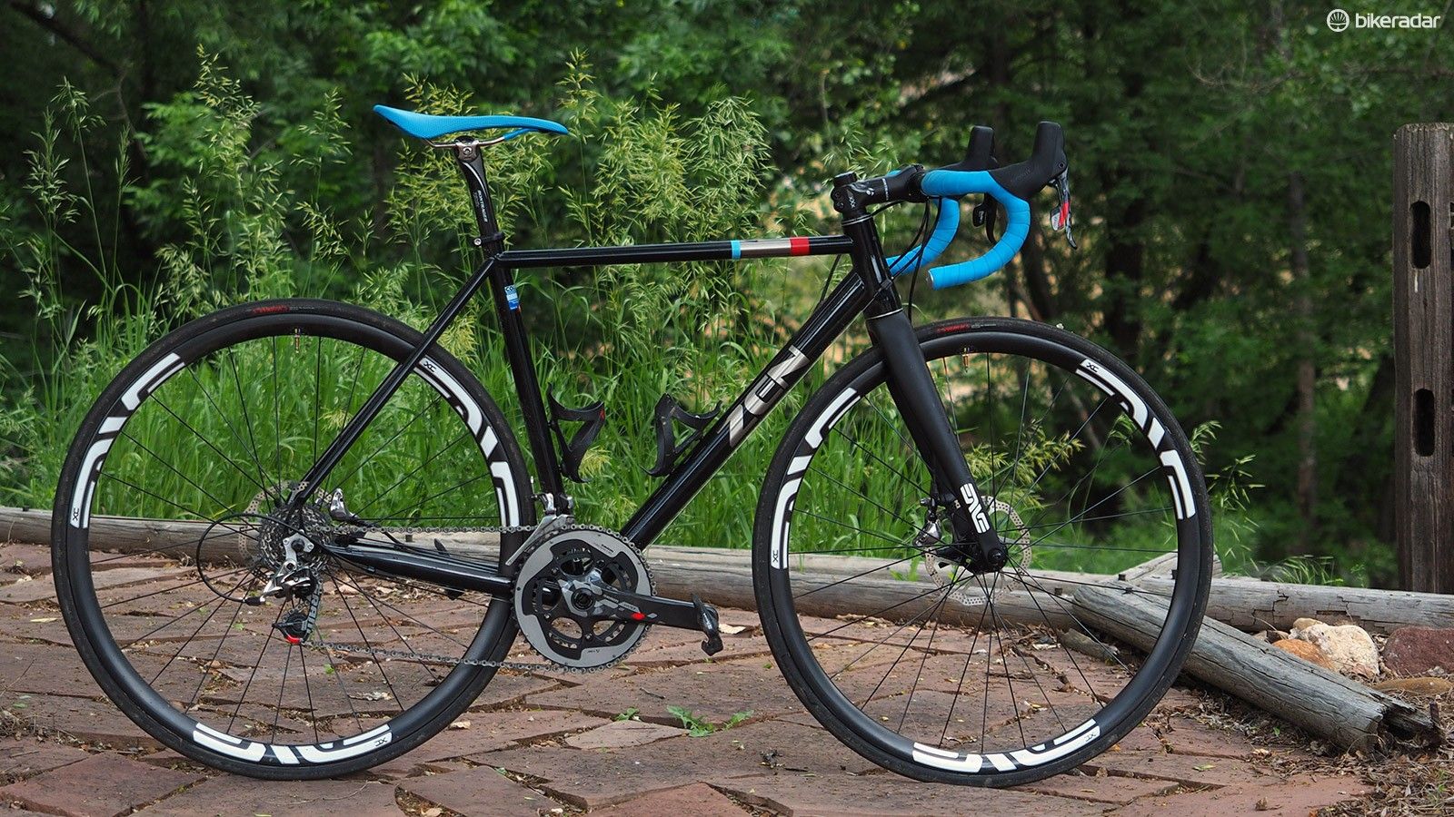 Zen's simply named ROAD frameset offers up the classic ride of high-quality steel but with modern features like disc brakes and optional thru-axle dropouts