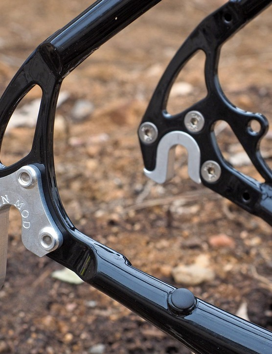 Zen's 'Mod' dropouts feature interchangeable alloy inserts that allow you to swap between thru-axle and quick-release wheel interfaces