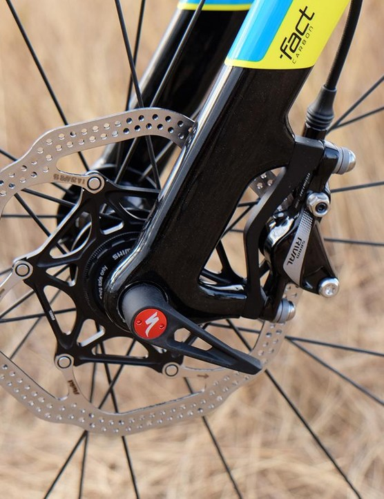 Upfront, the CruX Elite X1 uses a 100x12mm thru-axle. This is fast becoming the new 'standard'