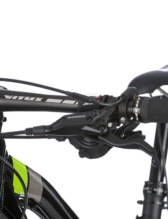 The own-brand 740mm bar helps keep you on track
