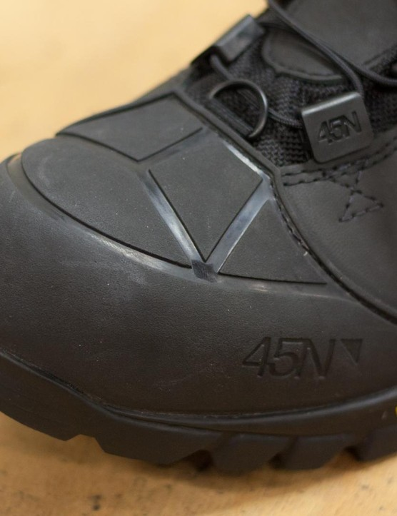 The rubberised toe cap of the Wölvehammer provides increased protection and durability