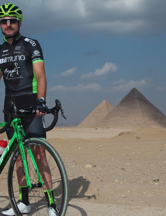 Mark Blewett stands with his SwiftCarbon Ultravox Ti prior to commencing the world record attempt