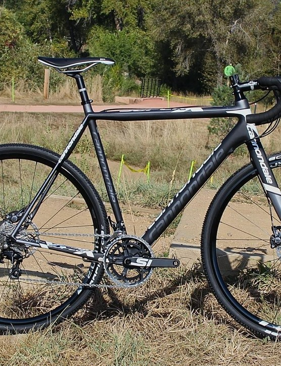 The Cannondale SuperX Disc 105 features a traditional, flat top tube, which is good for dismounts