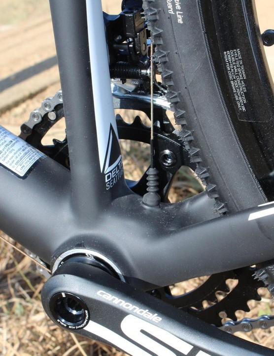 The front derailleur cable gets a double sleeve, but is still exposed in an area prone to getting filthy