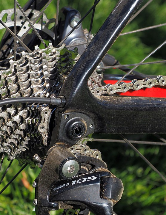 The tidy exit point for the rear derailleur housing keeps it out of the way of your heels, and away from brush that might try and tear it off