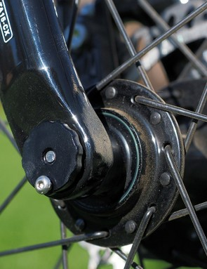 Giant's mechanism for clocking the front thru-axle is decidedly crude. The tiny bolt merely jams directly into the face of the dropout