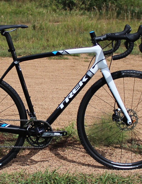 The Trek Boone 5 Disc comes with tubeless wheels, excellent Shimano hydraulic brakes and 105 drivetrain, and a chassis that soaks up chatter