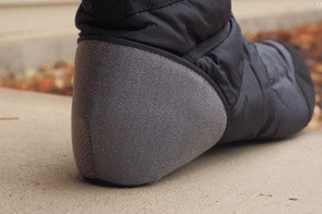 A 'cat's tongue' liner on the heel of the inner bootie helps keep your feet planted