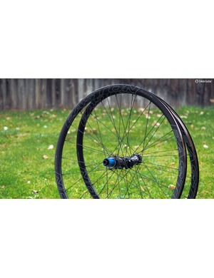 Easton has updated the EA90 SL Disc wheelset with a new wide-format tubeless alloy clincher rim