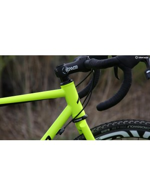 The Rapture comes with a steel fork with a straight 1 1/8in steerer, however the 44mm head tube means a rider can run a tapered carbon fork, if they wish