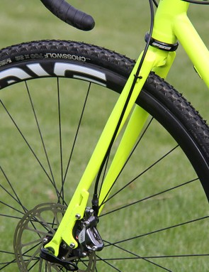 The front brake line is routed externally along the side of the Rapture's matching steel fork