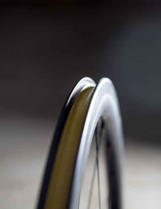 The CC38s are tubeless compatible –still not commonplace among carbon clinchers