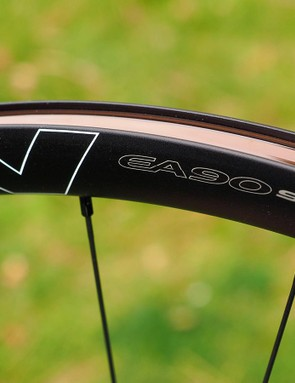 There's no need for a machined brake track on the EA90 SL Disc wheels so Easton uses a sleek all-black finish on the rims