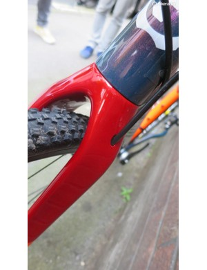 The Balon's all-carbon fork offers plenty of clearance and neat internal hydraulic hose routing