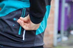 An ample three large rear pockets, plus an additional small zipped pockets, give plenty of storage space on the ASV Roubaix jersey