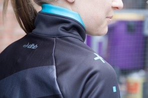 A high and fleece-lined neck on the ASV Roubaix Jersey keeps breezes at bay