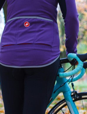 Reflective piping on the rear pockets and hem combined with three pockets that incorporate mesh for water drainage