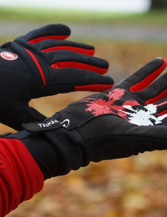The women's Chromo gloves are close fitting with a substantial amount of insulation