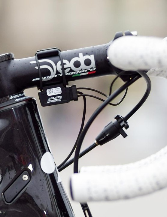The Deda steam and bar continue the Italian theme, as does the Fizik Superlight Soft Touch bar tape