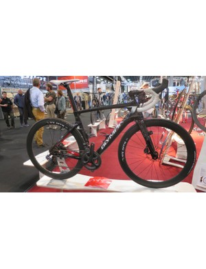 Olympia's Leader mixes aero road bike Italian design with disc brake stopping power