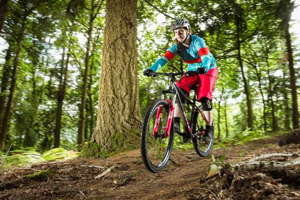 The Flare Roost Downhill jersey is loose enough to allow plenty of freedom of movement