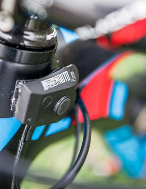 The E:I control unit is Velcroed to the head tube instead of being mounted on the steerer, keeping it out of danger and aiding quick removal