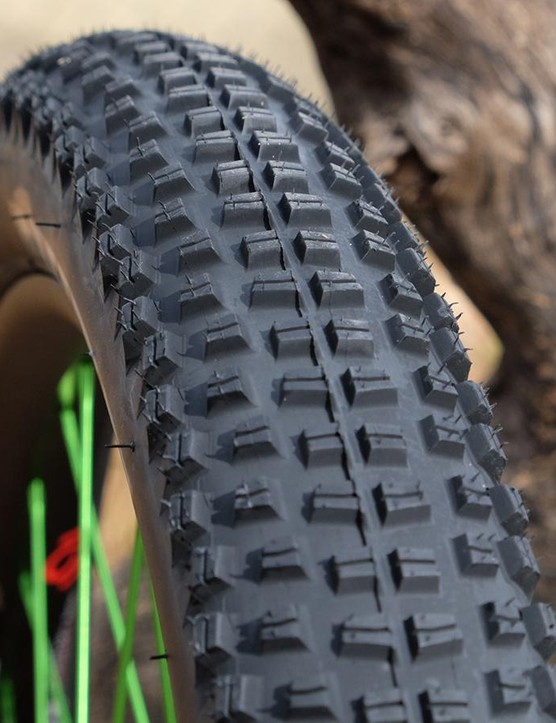 WTB reworked the tread pattern from the standard-sized Trail Boss by stacking a double row of tightly-spaced knobs down the center to reduce rolling resistance and adding an intermediate row of transition knobs to make it more predictable through the turns