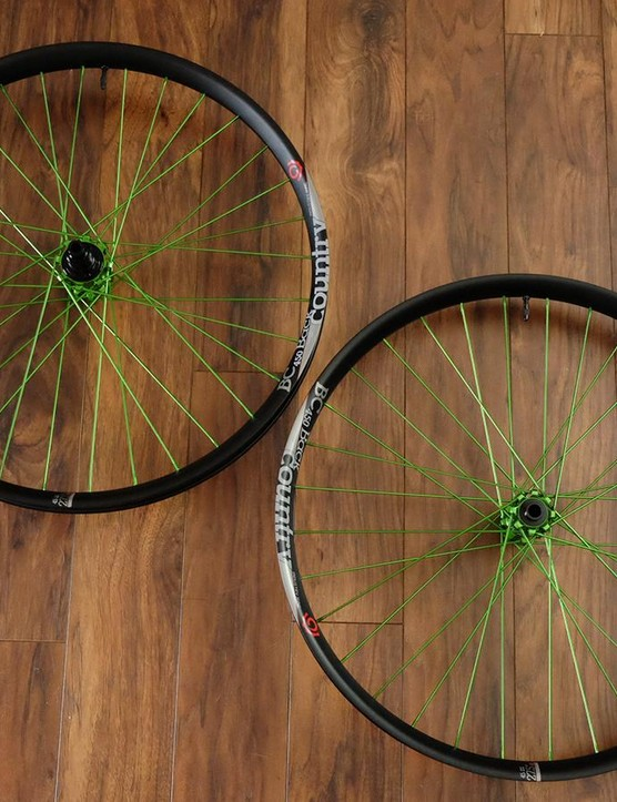 The weight for our 27.5+ test wheelset is 930g for the front and 1090g for the rear wheel