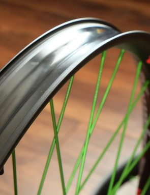 The tubeless-ready alloy rims have an internal width of 45mm and an external width of 49mm