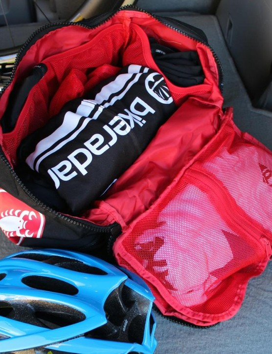 The Castelli Race Rain Bag has four mesh pouches around the sides of the main compartment, plus a fold-out mesh pouch that snaps onto the bag's lid
