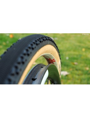 As compared to typical carbon tubulars that are sized for road tyres, the tyre bed on the Enve CX rim is perfectly matched to a 33mm-wide cyclocross tyre