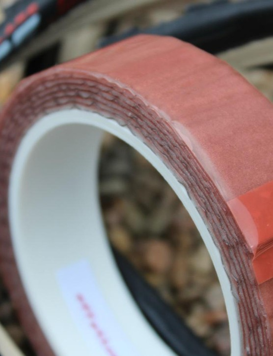 Effeto Mariposa Carogna tubular glue tape goes on easy and holds tight