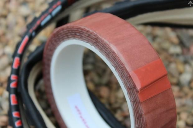 Effeto Mariposa Carogna tubular glue tape goes on easy and holds tight