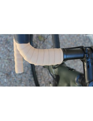 The Expert bars offer a wide shelf on the tops, complemented with 2.5mm gel pads underneath the bar tape
