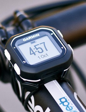 Attachment is via Garmin's usual quarter-turn mounting system