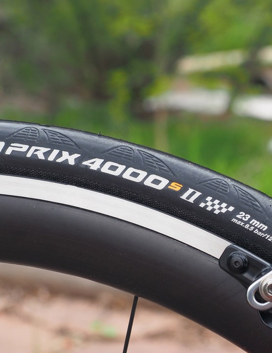 The 23mm labeling may suggest a narrow profile but when mounted on to the wide HED rims, the tires measure closer to 25mm with a fantastic ride quality and excellent cornering grip