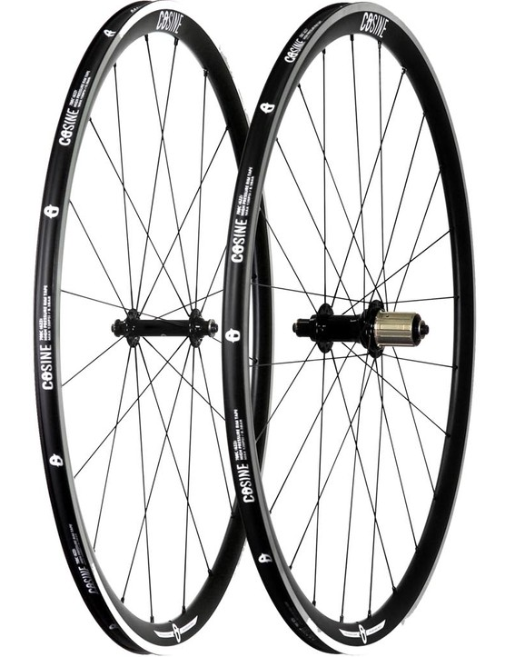 The Cosine alloy wheelset with 32mm rims is tubeless ready