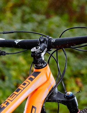 The wide bar and relatively short stem help make for lively, accurate steering
