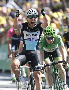 Cavendish celebrates winning stage 7 of the 2015 Tour de France