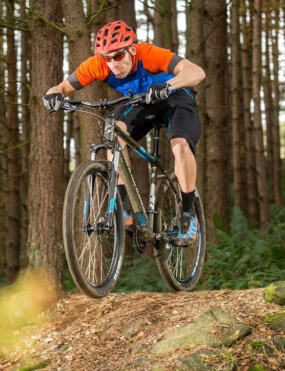 The narrow bar, long stem and numb brakes hamper the Trail 5's dynamic riding potential