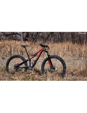 The Specialized Stumpjumper FSR Expert 6fattie is built around 27.5x3in tyres
