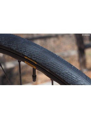 The matching Yksion Elite Allroad tyres boast 30mm-wide casings, tubeless compatibility, and a light tread designed to work well on both tarmac and dirt