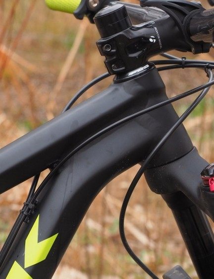 The head tube is pleasantly short and allows for a reasonably low grip height considering the huge front wheel and tyre